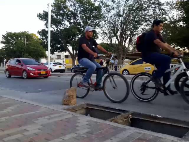 Hueco peligroso en avenida del Libertador