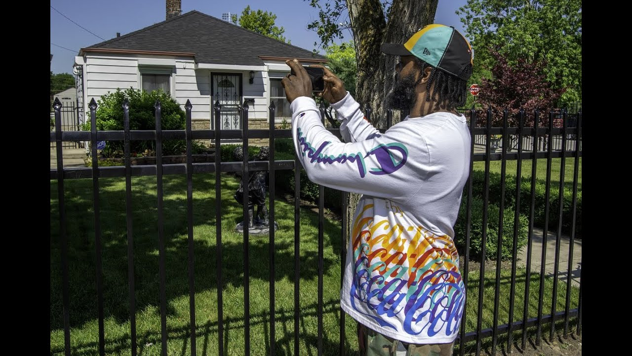 Fans stop by Jackson family home in Gary on 11th anniversary of ...