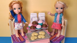 Baking for Elsa! Anna & Elsa toddlers - sweet treats