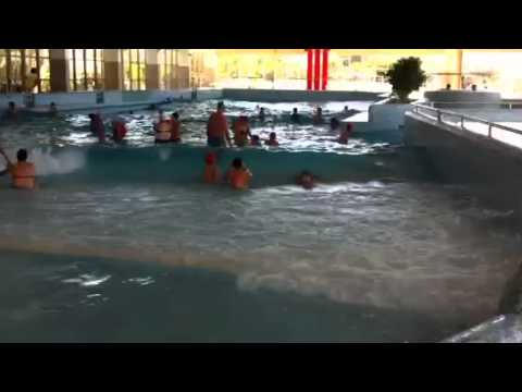 Piscina em esposende com ondas youtube for Piscina onda