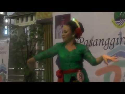 Tari Jaipongan - Keser Bojong @ Jaipong Idol 2015 (Indonesian Traditional Dance)