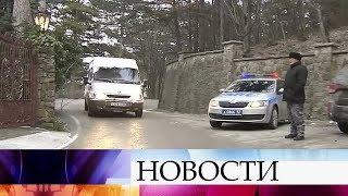 В Крыму закрыта трасса на Ай-Петри: вызволять из снежной ловушки пришлось десятки автомобилей.