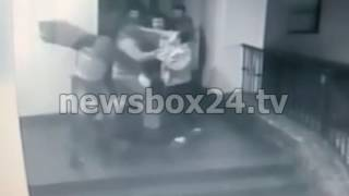 Камера наблюдения сняла, как зарезали мужчину в Виски-Баре во Владивостоке
