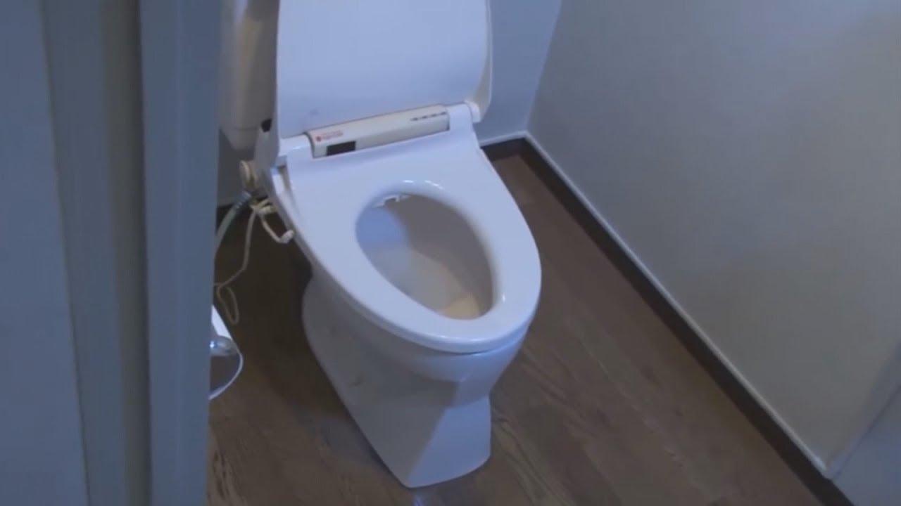 Tiny bathrooms on AA 737 Max Jets - YouTube