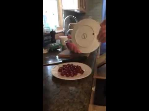 How to slice grapes in half