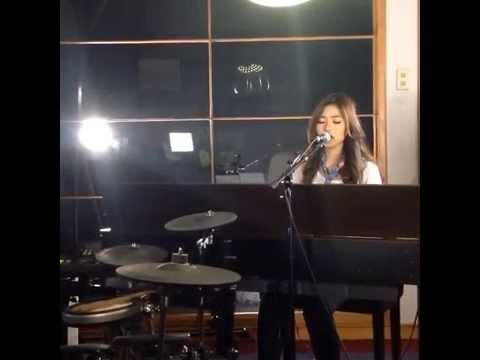 Free download lagu Mp3 Christina Aguilera - Say Something (Isyana Sarasvati Cover) - ZingLagu.Com