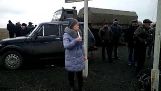 Часть 1   В городе Ровеньки, Луганской обл  было задержано 3 Камаза с военными и оружием  13 04 2014(13.04.2014 При въезде в город Ровеньки, Луганской области была задержана колона из 3-х военный камазов, Местными..., 2014-04-13T19:48:06.000Z)