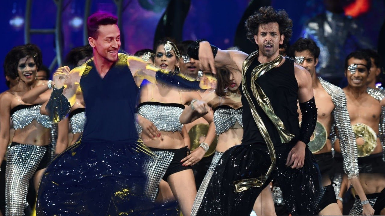 Tiger Shroff And Hrithik Roshan Crazy Dance Performance At War Movie Promotion  Mind Blowing Step