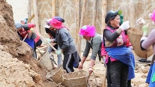 Women workers. The real labourers of Yunnan, China.