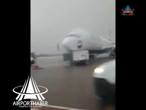 Antalya Havalimanı'nda hortum dehşeti