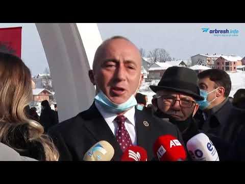 Kryetari i AAK-së, Ramush Haradinaj, bën homazhe në Reçak - YouTube