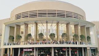 Gambar cover World's Most Luxurious Apple Store Opens In Dubai | Reinvention 1.0 | Apple Store Dubai Mall |
