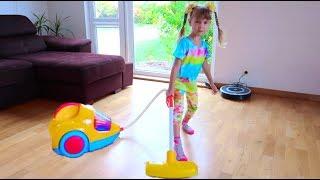Играем в Уборку Ариша взяла Детский Пылесос  Kids Vacuum Cleaner