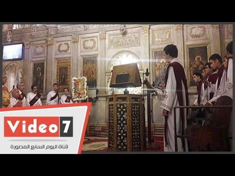 الأقباط يحتفلون بعيد القيامة بالكاتدرائية المرقسية بالإسكندرية