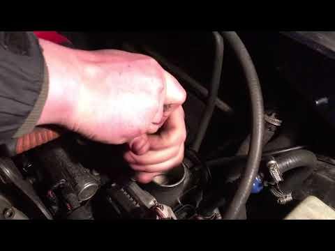 Фото к видео: Volkswagen Golf4 1.4 AKQ как снять впускной коллектор и дроссельную заслонку