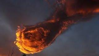 """Ngỡ ngàng """"bàn tay Chúa"""" khổng lồ đỏ rực xuất hiện trên bầu trời"""