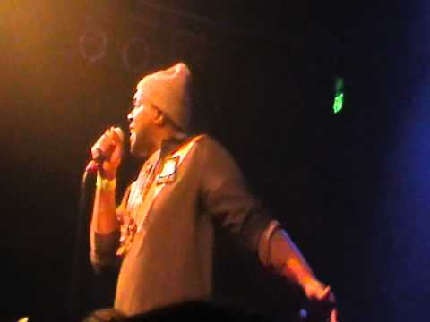 Smoke Dza Performs