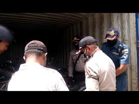 POLISI KEMBALI SITA 16 UNIT MOTOR BODONG DI KONTAINER MILIK PT.TANTO DI PELABUHAN TUAL