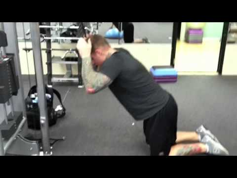 Good Form = Good Mass: Kneeling Cable Crunches - YouTube