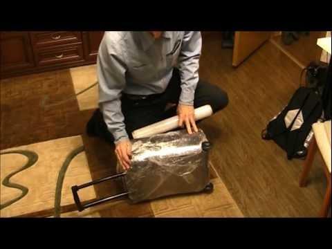 Как замотать чемодан пленкой дома видео