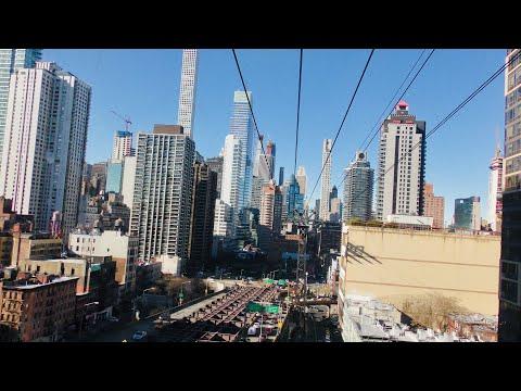 NEW YORK CITY 2018: WALKING, SWIMMING AND FLYING THROUGH THE CHRISTMAS MANHATTAN! [4K]