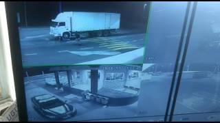 Motorista refém se joga de caminhão em movimento para pedir socorro