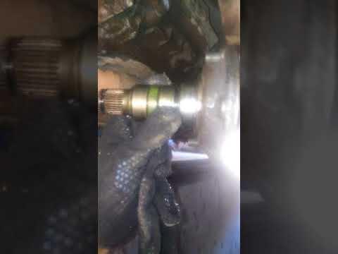 Замена сальника привода на коробке Фольцваген Пассат Б-5