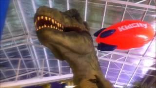 Penampakan Dinosaurus Di Mall Transmart Cilandak