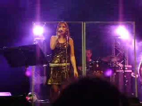 Fabiana Cantilo Hija del Rigor (Live Teatro Ateneo 05 Dic 08)