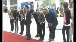 110205 Ch3 News - Super Junior signed to pray respect to The King of Thailand [elpflog]
