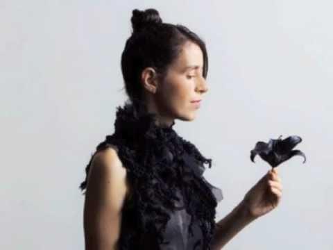 JS Bach Partita for Solo Violin BWV 1002  - Sarabande (Amandine Beyer)