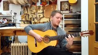Alejandro Hurtado con guitarra de ciprés 1ª especial