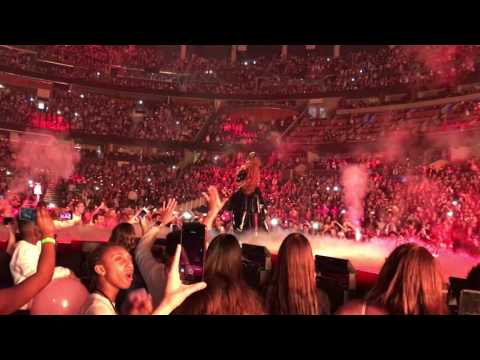 Dangerous Woman Ariana Grande @ The Amway Center