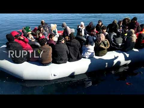 """Greece: Locals shout at migrants to """"go away"""" as boat reaches Lesbos"""