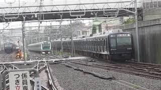 相鉄12000系12102F&相鉄9000系9703Fリニューアル車西谷駅通過!※埼京線E233系との並びあり