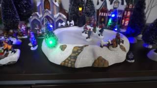 クリスマスのオルゴールと共にアイススケートリンクを滑ります.