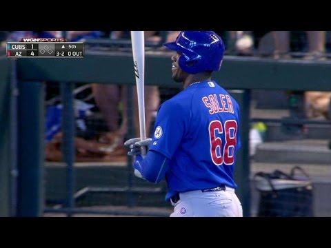 CHC@ARI: Soler loses bat on swing