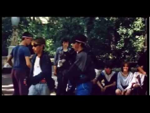 Советская молодежь танцует брейк-данс, фрагмент фильма Танцы на крыше в 1985 году