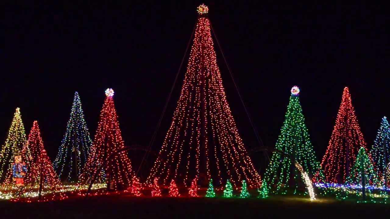 """Download Deltaville Christmas Lights: Straight No Chaser's """"We Three Kings"""""""