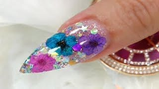 REAL DRIED FLOWERS AND GLITTER NAIL