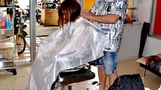Repeat youtube video Barbershop girl nape shave