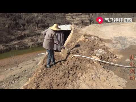 陕北刘四:刘四夫妻给厕所修路,农村媳妇干活太厉害,一般的男人比不过