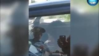Начальник ГАИ разбивает стекло в автомобиле девушки Артемовск 01 06 2015