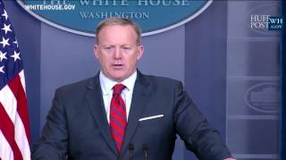 Sean Spicer Responds To United Airlines Forcibly Removing Passenger