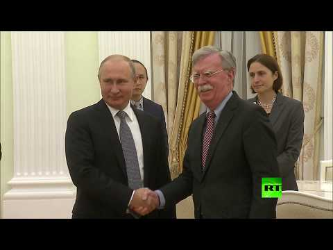 لحظة استقبال الرئيس بوتين للمستشار الأمني الأمريكي جون بولتون  - نشر قبل 25 دقيقة