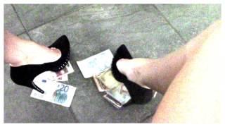Money slave ai piedi di Dea Desdemona