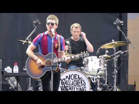 Noel Gallagher's High Flying Birds - Don't Look Back In Anger, Barcelona 2017-07-18 - U2gigs.com