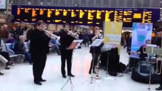 Úraich Brass - entertaining the commuters video 2