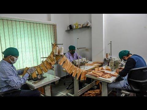 شاهد: تصنيع بزات واقية من فيروس كورونا محلياً في الهند  - نشر قبل 3 ساعة