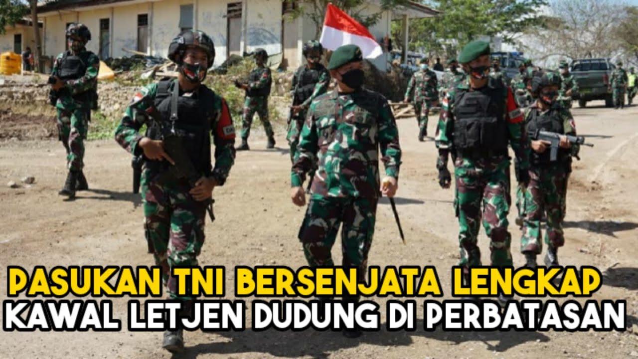 Download Pasukan TNI Bersenjata Lengkap Kawal Letjen Dudung di Perbatasan